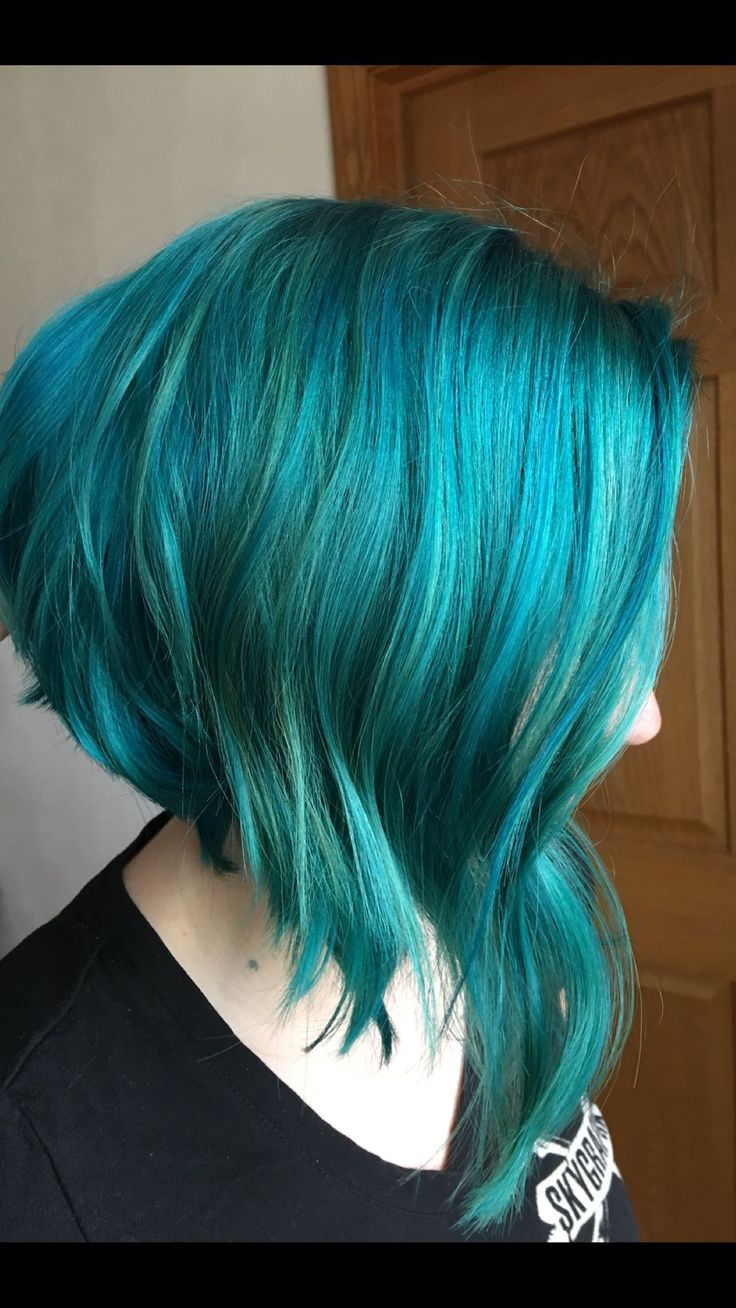 Teal hair. Mermaid colors. Short bob.