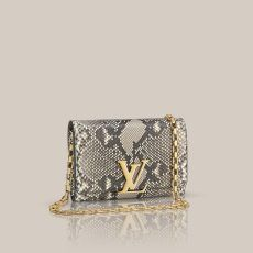 Chain Louise via Louis Vuitton