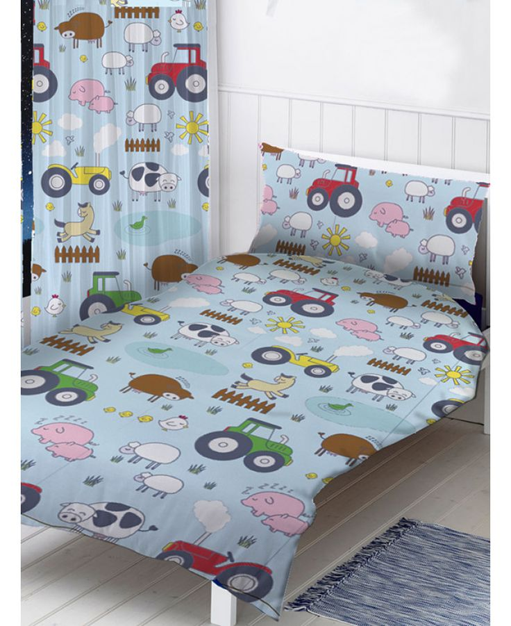 This Farm Animals 4 In 1 Junior Bedding Bundle Set Includes A Toddler Bed Size Duvet
