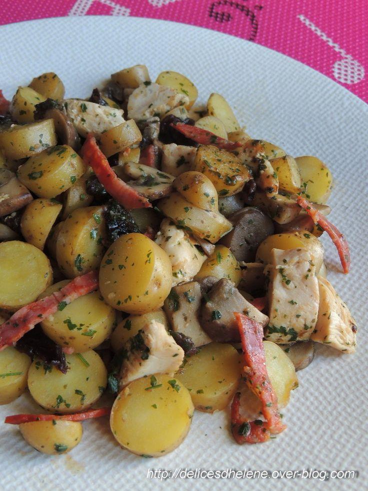 Un peu avant les fêtes, j'ai eu la chance de recevoir un colis gourmand, envoyé par Valérie du blog Marciatack, à base de pommes de terre ratte du Touquet (cette petite pomme de terre à la chair ferme), et j'ai eu envie de les cuisiner en poêlée, version...