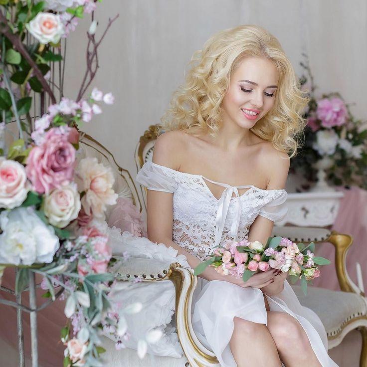 Нет ничего более нежного чем будуарное утро невесты! А если рядом будут любимые подруги то фотосессия пройдет легко и непринужденно! #свадебныйфотографспб#фотографнасвадьбуспб#свадьбавпитере#идеидлясвадьбы#выезднаяцеремония#weddingspb#weddingphoto#weddingphotography#weddingphotographer#lovestory#wedding#фотограф_питер#свадьбаспб2016#фотографвпитере#фотографвпетербурге#фотографсанктпетербург#свадьбавпетербурге#ясказалада#spbwedding#piterwedding#выездная_регистрация by wed_photo_spb