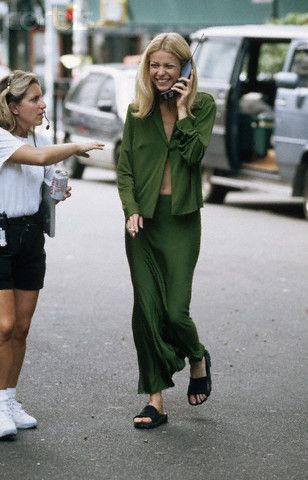 Gwyneth nailing '90s minimalism (and gotta love that cell phone)