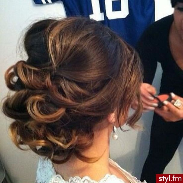 Fryzury wieczorowe włosy: Fryzury Długie Wieczorowe - Vv.O.sS - 2483539
