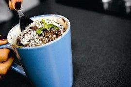 Kávovo-čokoládový dortík z hrnečku za 5 minut