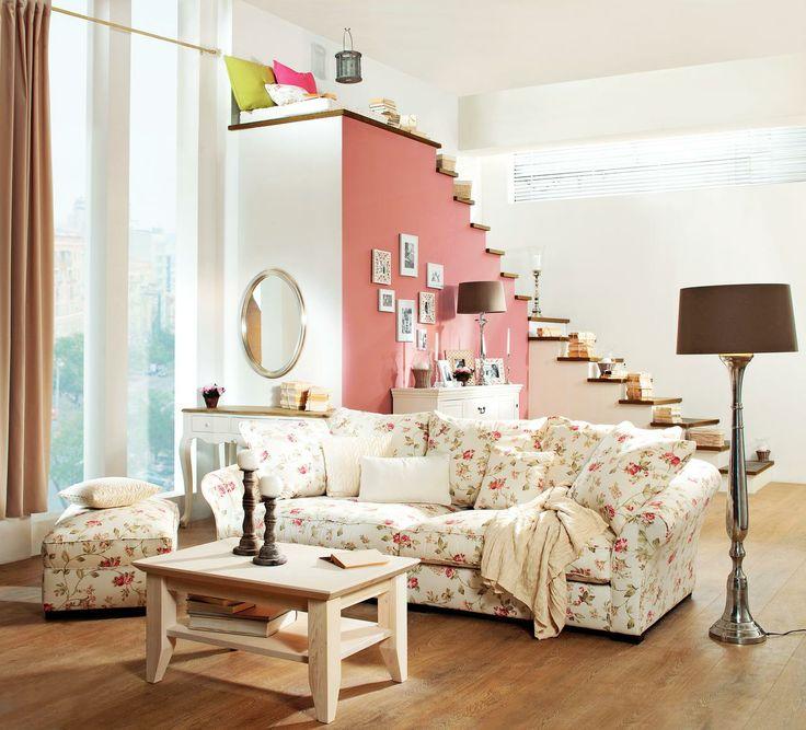 Un interior colorat si foarte feminin. #kikaromania #living #french #design #canapea