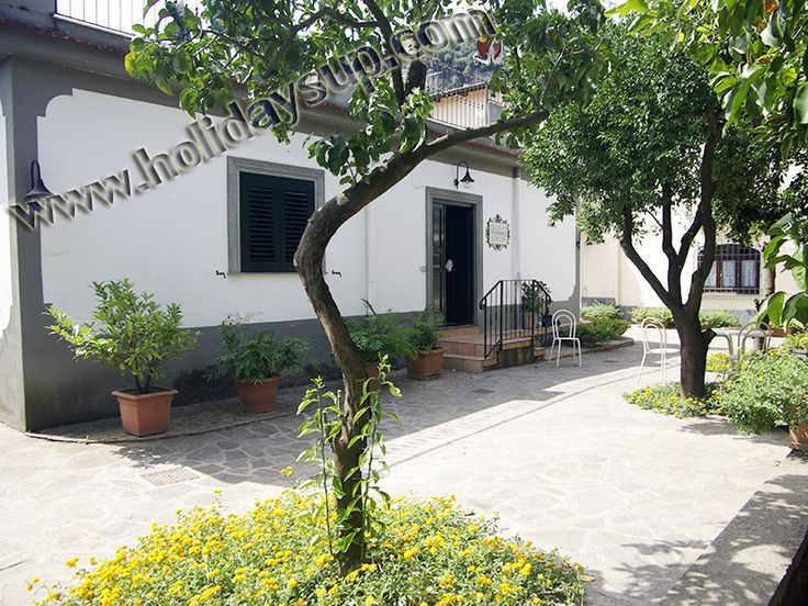 Casa Cristy, located in Sorrento at complex with pool, garden and car parking