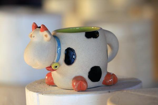 Mug atau Cangkir Model sapi  Bahan : Keramik  Perkiraan Tinggi 10 cm Panjang 15 cm