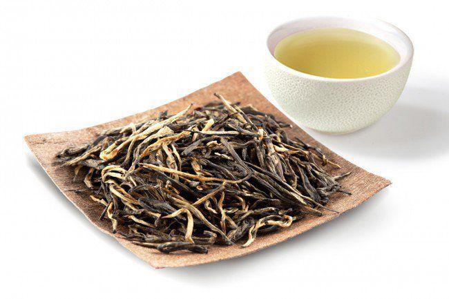 Chińska Huang He Yellow Tea to prawdziwy biały kruk wśród herbat. Daje jasnożółty napar o bardzo delikatnym, cierpkim aromacie http://www.smacznaherbata.pl/herbaty-na-wage/inne1/huang-yae-yellow-tea-50g