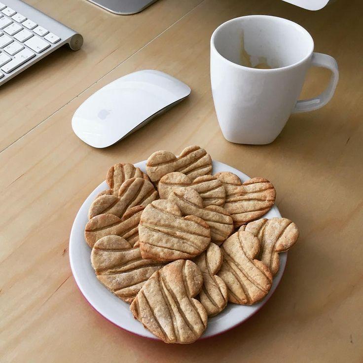 Všetkým pekného Valentína prajeme 💕. My si dnes pri práci pochutnávame na ❤️sušienkach vyrobených vykrajovačkou z našej dielne 😊 Happy Valentine's day ❤️ #dnestvorim #dnesinspirujem #vyrobenosrdcem #3d #3dprint #cookies #valentin #valentines #insta_svk #domace #homemade #homemadecookies #madeinslovakia #vyrovenenaslovensku #layerica