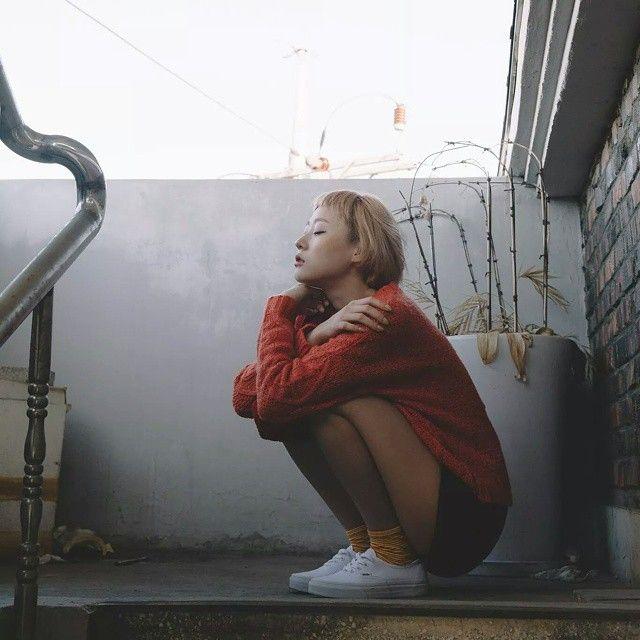 억만 겹의 애정을 담아- 너에게.  photo by. @n.chae  #촬영 #서울 #소녀 #가을 #스웨터 #반스 #반스어센틱 #금발머리 #서울소녀 #모델 #model #얼스타그램 #해피뉴이어 #happynewyear