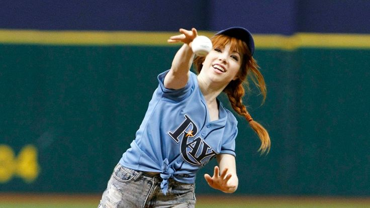 I've heard about this, Carly Rae Jepson can't pitch. No matter, she looks pretty trying.