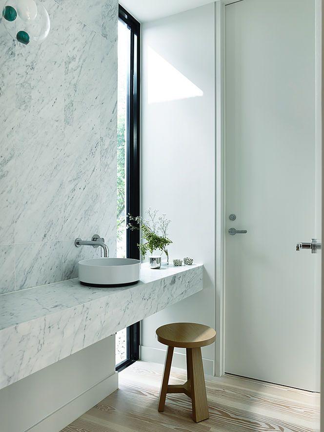 Puedes dise ar un ba o como este con paredes marmolizadas for Como disenar un bano grande