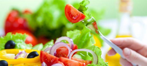 Diyet ve spor yapmanın yanı sıra yağ yakan besinleri tüketmekte vücudunuzu forma sokacaktır.