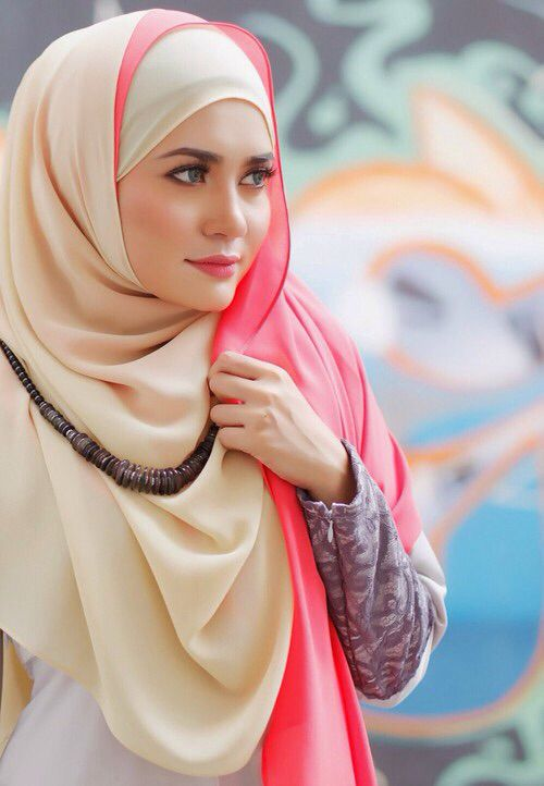 hijab fashion., love the color of this hijab....