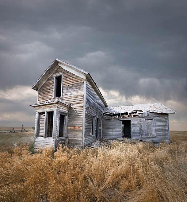Desert Realty – Les bâtiments isolés vus par Ed Freeman