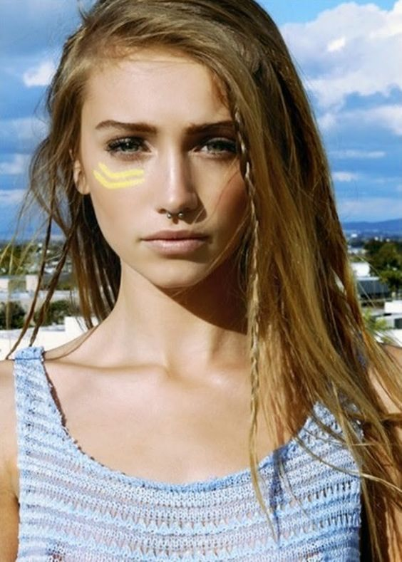 Face paint and hippie hairstyle. Music Festival fashion tips, trick and ideas. Helping you to style the best looks, outfits and makeup for the summer.
