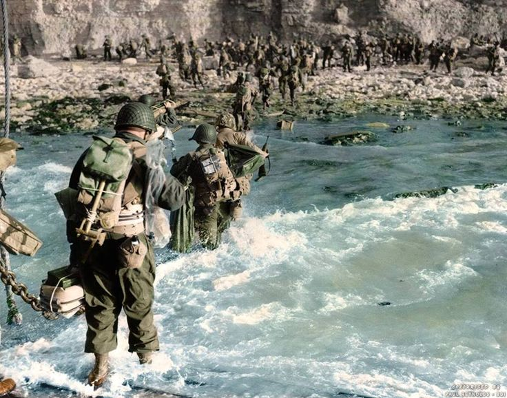 You shouldn't miss these awesome and pretty 35 colorized images of the Battle of Normandy made by the best artists of the colourisation