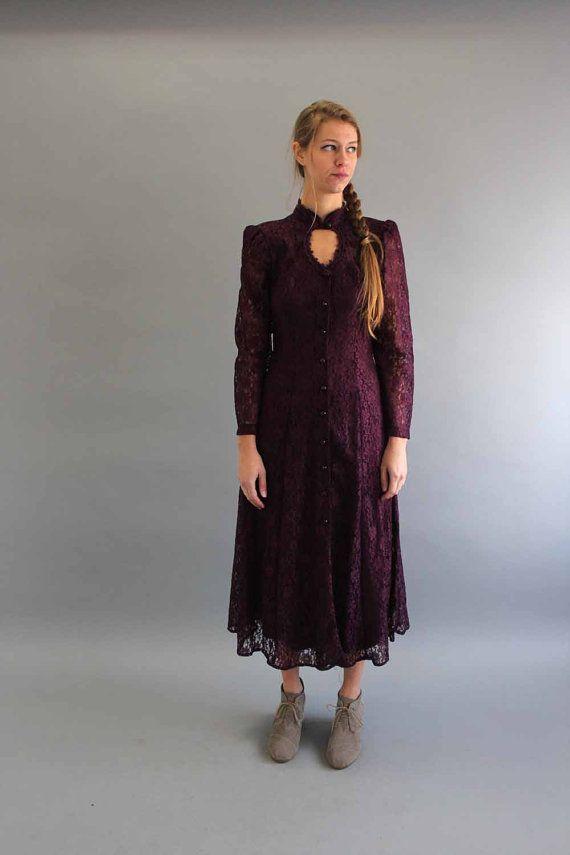90s lace dress . deep purple lace dress . 1990s dress with keyhole neck . gothic witch dress . Stevie Nicks dress . size medium