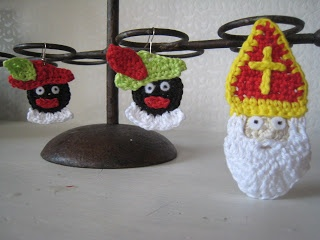 Sinterklaas en Zwarte Piet, free pattern- if it's in English, I'm making these for my brothers-in-law.