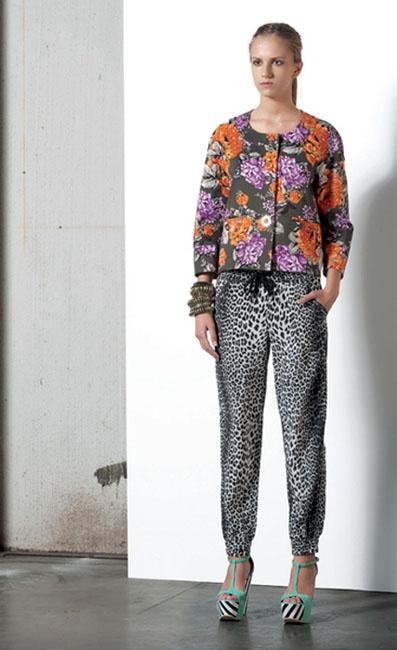 Look 03 . 540 Giacca / Jacket . 453 Pantalone / Trousers . 238 Bracciale / Bracelet . 239 Bracciale / Bracelet . 203P Scarpa / Shoes