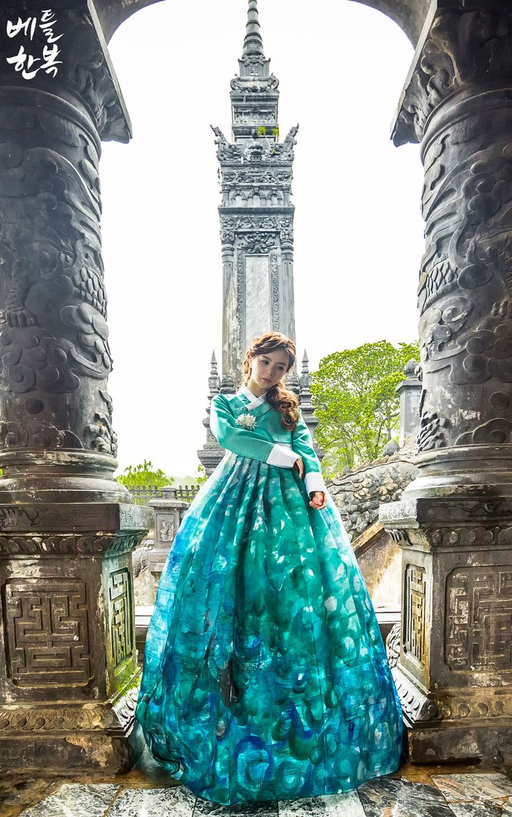 Korean traditional clothes. #dresshanbok #dress #girl #modern #fusion #korean 한복드레스가 하나의 작품으로 다시태어나다.