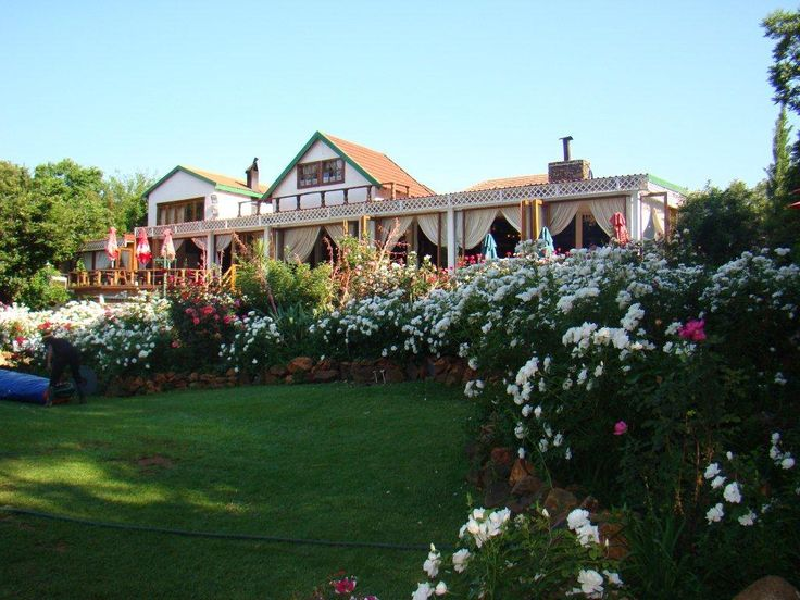 View of the Stonehaven Restaurant from the lawn, Stonehaven is the largest garden alfresco restaurant in SA located on the banks of the Vaal River