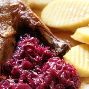 Чешката кухня е известна с кнедлите и засищащите ястия, комбиниращи се с бира.