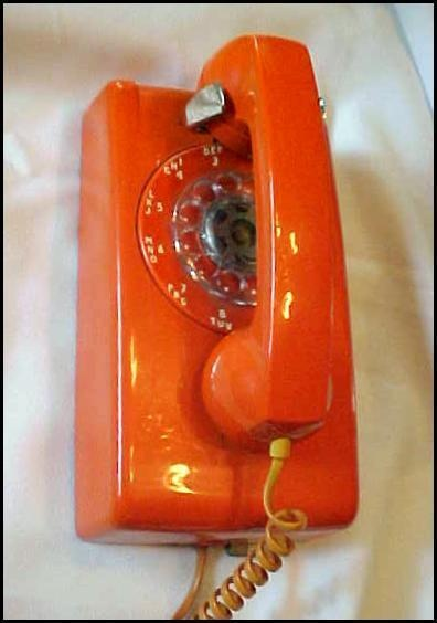 retro orange phone ~ yes, this is what we had when we moved to Florida in 1972.  Good memories!