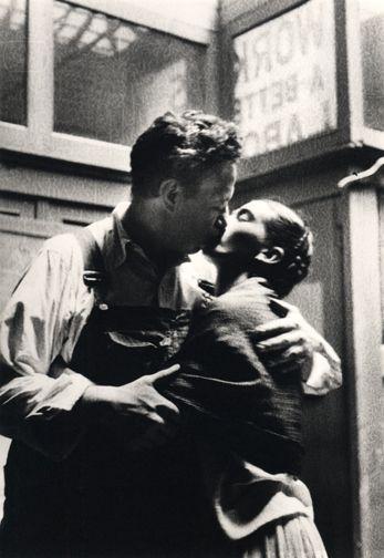 Beso Frida-Diego Resultados de la Búsqueda de imágenes de Google de http://24.media.tumblr.com/tumblr_m5gtdfvAt51rvkzbio1_400.jpg