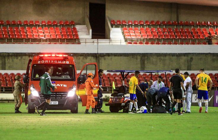 Cena forte: sul-africano sofre fratura  no tornozelo em jogo contra o Brasil #globoesporte
