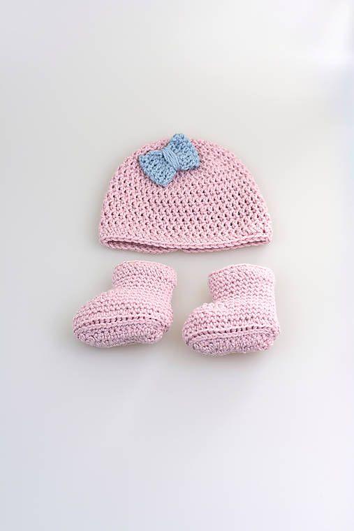 Súprava pre novorodenca je ručne háčkovaná z prírodného materiálu-z kvalitnej ružovej a bledomodrej nórskej priadze - v pomere 50% merino vlny tej najvyššej triedy a 50% mäkkej, jemnej dl...