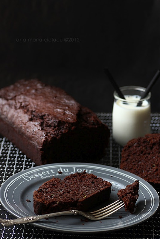 Moist Chocolate Zucchini Bread - Recipe is in Romanian, have google toolbar translate to english. I'd use Brown Rice flour