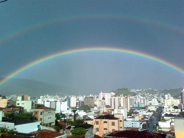 Arco-íris em Poços de Caldas, MG, Brasil. Foto de João Antônio Bassi/VC no G1