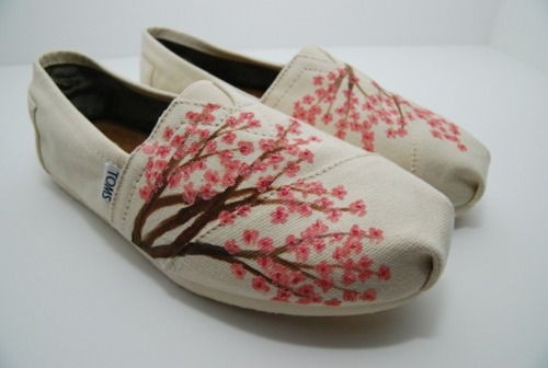 These are cuyoot!: Cherries Blossoms, Fashion, Style, Tom Shoes, Clothing, Toms Shoes, Custom Toms, Blossoms Toms, Cherry Blossoms
