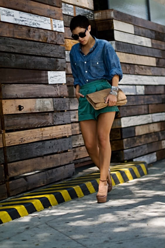 Karla's Closet is pretty much a perfect fashion blog that will make you jealous. I like the chambray and teal with neutral shoes.