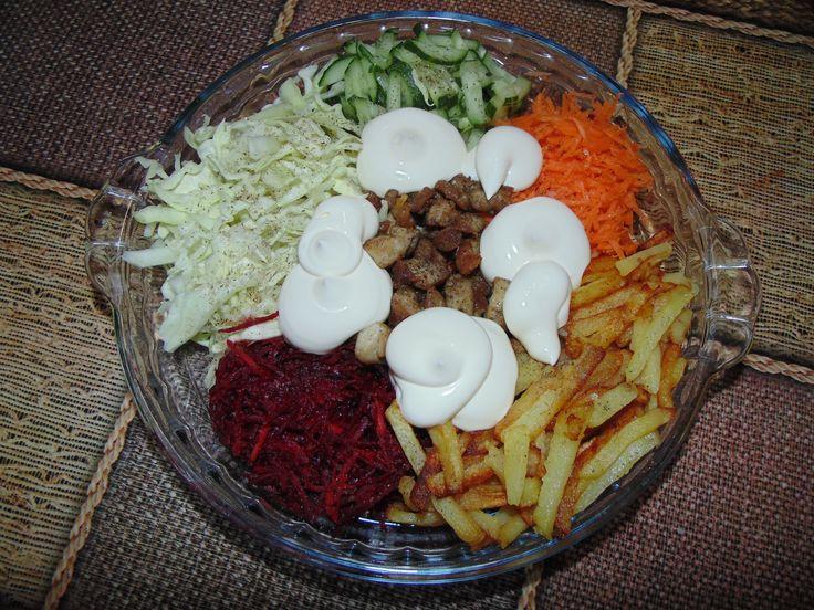 Салат «Козлик на грядке» - http://dolcebello.ru/salaty-s-ptitsej/salat-kozlik-na-gryadke/