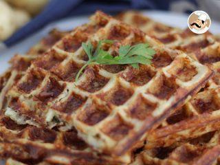 Waffles de batata com bacon e queijo