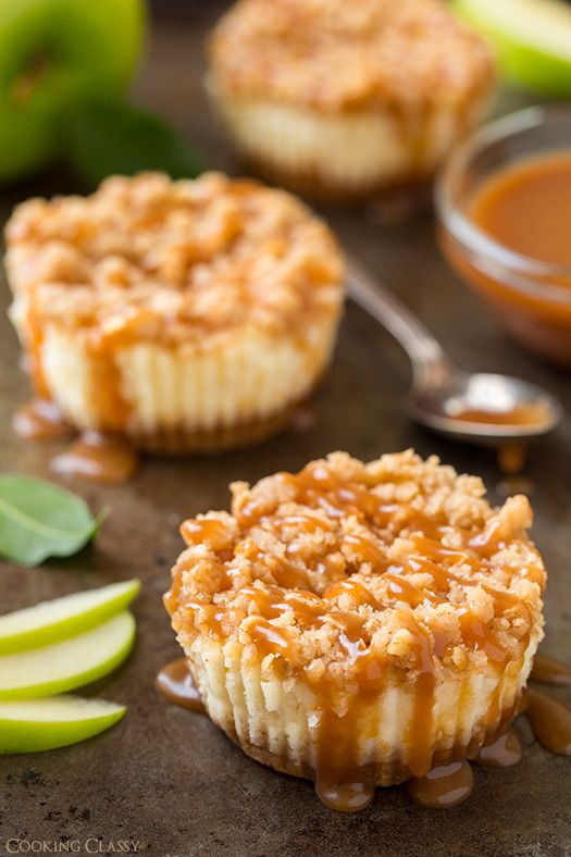 Caramel Apple Mini Cheesecakes with Streusel Topping - love this twist on my favorite cheesecake bars.