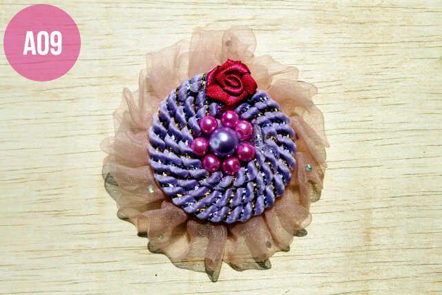 Bros Cantik dari kain renda dengan hiasan tali spiral, mate dan bunga