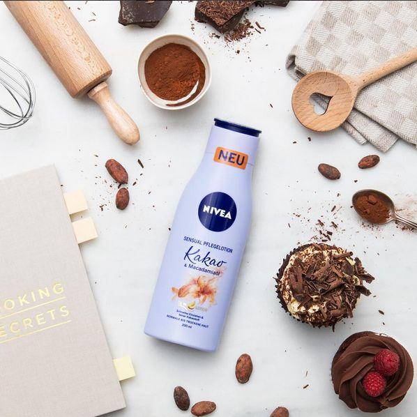 Da können Regen, Wind und Kälte die Stimmung nicht trüben: Unsere Sensual Pflegelotion Kakao & Macadamiaöl verwöhnt Haut und Sinne. Schon ausprobiert?