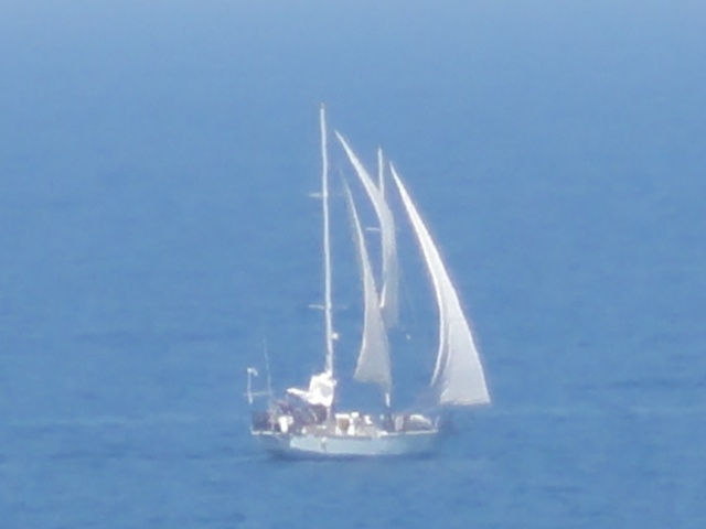 LITTLE YATCHS ALWAYS PASSING BY.PANORMOS IN CRETE ISLAND OF GREECE #PANORMOS #CRETE #SAILING #GREECE