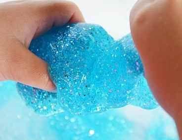 - Jabón natural (en escamas o polvo, lo encontraréis en droguerías. El que mejor textura deja es el Bórax, pero no es el único que se puede ...