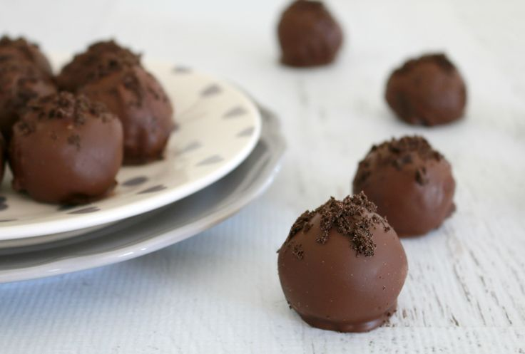 These Oreo truffles are so rich and creamy - it's impossible to stop at just one! Let your imagination run wild when decorating your truffles… add some crushed up Oreo's or candy canes to the top, a few sprinkles or a couple of edible baubles.