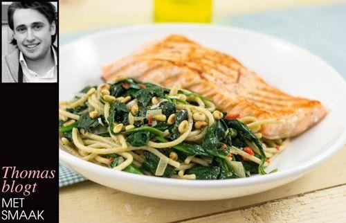 Gegrilde zalm en romige spaghetti integrale, spinazie en pijnboompitten - JAN Magazine