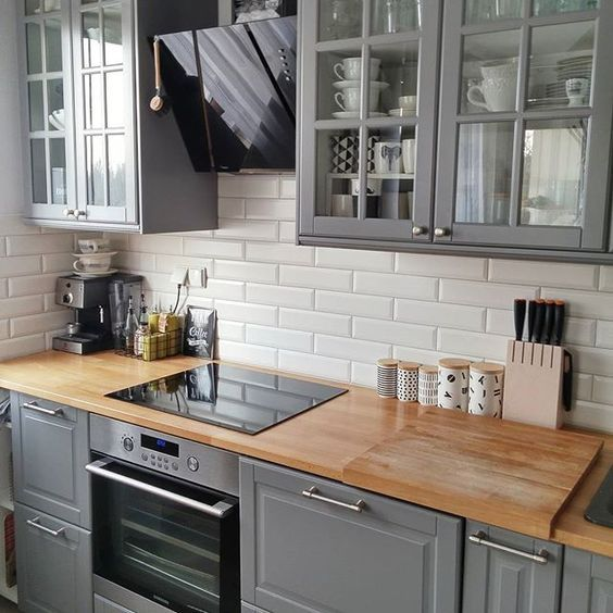 25 White And Wood Kitchen Ideas: A Kitchen With Grey Kitchen Cabinets In Wooden Countertop