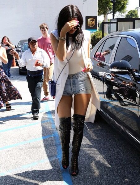 Kylie Jenner is my spirit animal #streetstyle