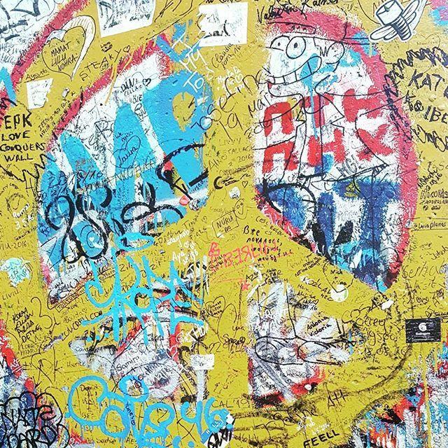 He who wants the world to remain as it is doesn't want to remain it at all.  #berlin #berlinwall #peace #berlinmuren #berlinermauer #love #instatravel #visitberlin #trip #history #nowalls #instaworld #instadaily #makelovenotwar #yellow #blue #potsdamerplatz #travelbucketlist