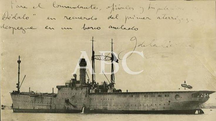 1934. Histórica fotografía de archivo, con dedicatoria de Juan de la Cierva a la tripulación del Dédalo, en recuerdo del primer aterrizaje y...