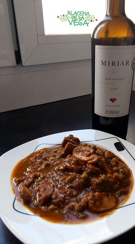 Receta de Ternera en Salsa con champiñones. Receta realizada con productos de Alacena de la Vega. Receta muy sabrosa y de fácil realización.