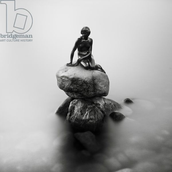 Den lille Havfrue, Copenhagen, Denmark, 2012 (b/w photo) / Photo © Ronny Behnert / Bridgeman Images